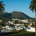 Haría: del frondoso palmeral al volcánico malpaís